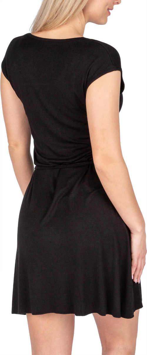 černé letní šaty s páskem
