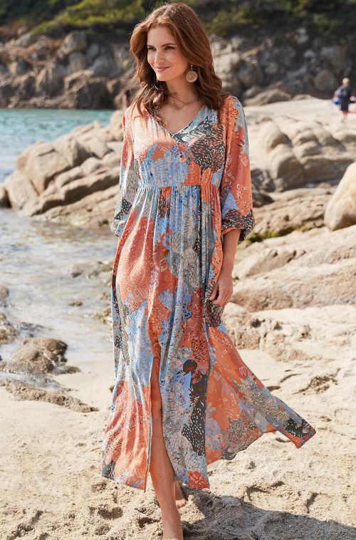 Luxusní dlouhé šaty s působivým patchwork potiskem