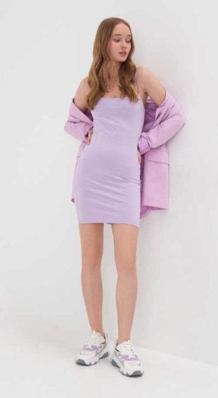 Mini šaty v rovném střihu na tenká ramínka v levandulové barvě