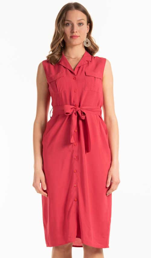Moderní šaty nad kolena košilového střihu bez rukávů