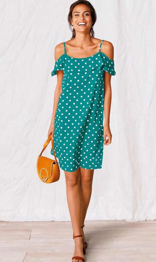 Šaty v moderním puntíkatém vzoru s volánovým výstřihem