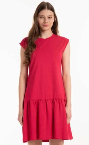 Moderní šaty zdobené volánkem z příjemného materiálu