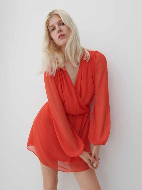 Šifonové šaty v krátké sexy délce s pružnými manžetami