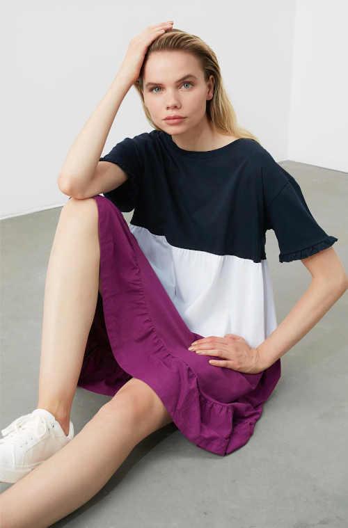 moderní šaty v pohodlném střihu