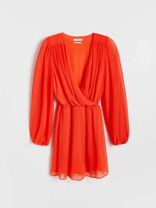 šaty v mandarinkové barvě