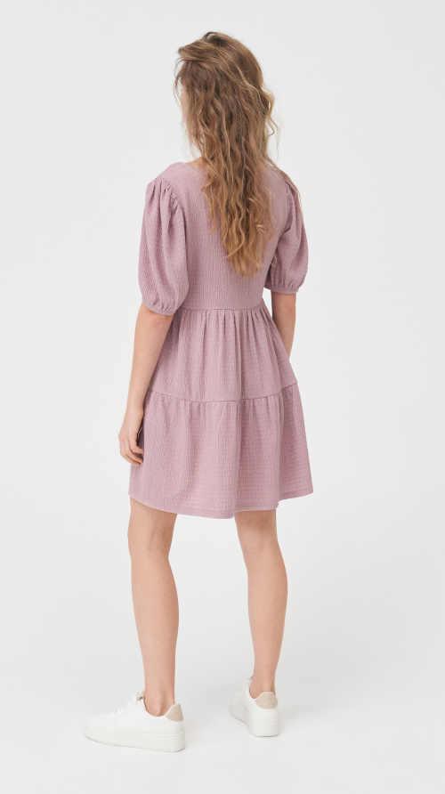šaty v pastelové růžové