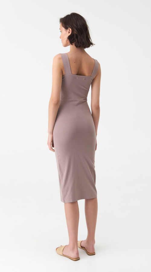 šaty v přiléhavém střihu