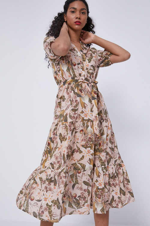 Áčkové šaty v midi délce v moderním vzoru s krátkým rukávem