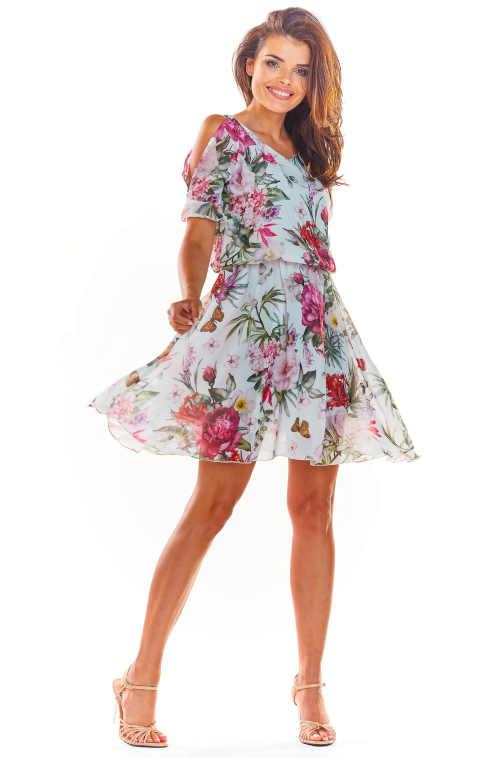 Květované šaty s průstřihy na ramenou v krátké délce