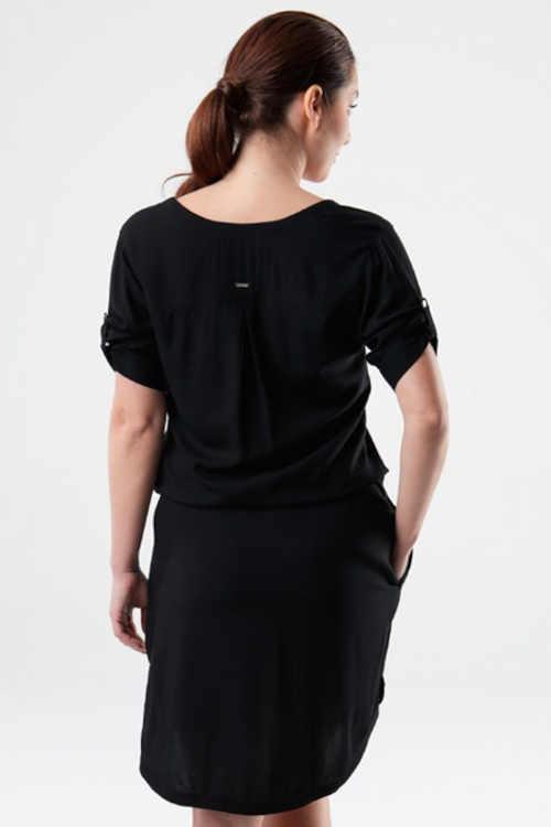 černé šaty v délce nad kolena