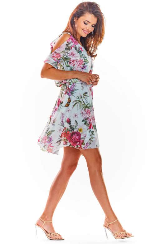 moderní šaty nad kolena