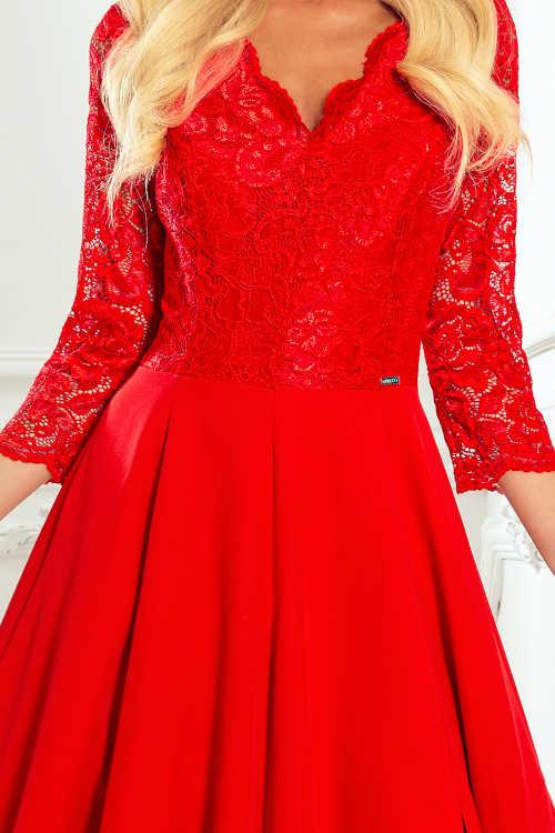 šaty v červeném provedení s krajkou