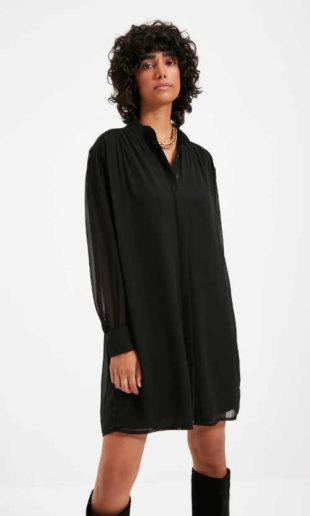 Černé krátké dámské stylové šaty v rovném komfortním střihu