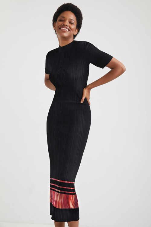 Módní dámské šaty Desigual v černém provedení s ozdobným pruhem