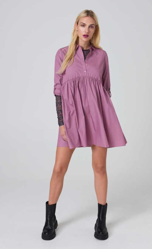 šaty s řasením a rozšířenou sukní