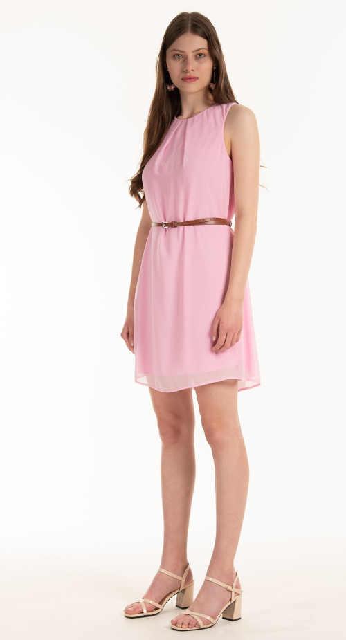 šaty s řasením vpředu