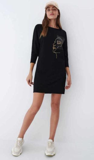 Černé dámské šaty s potiskem a moderními 3-4 rukávy