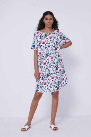 Květované šaty v délce nad kolena s průstřihem na zádech