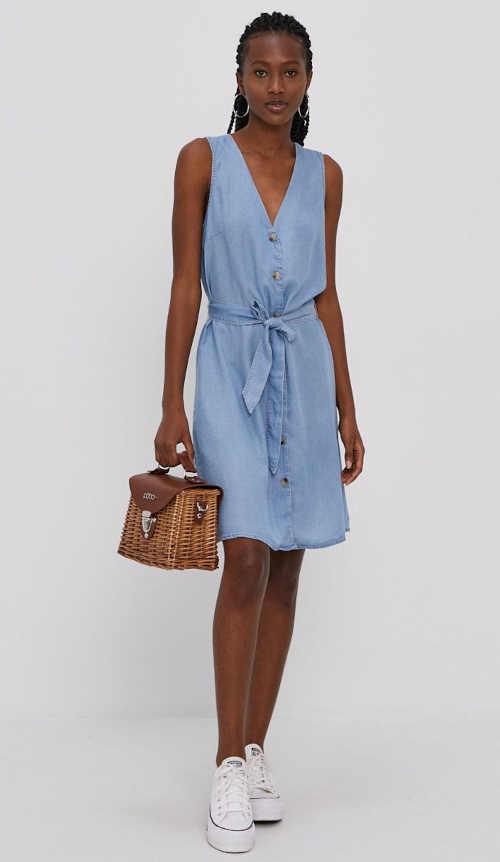Letní šaty v moderním střihu z vysoce kvalitního materiálu