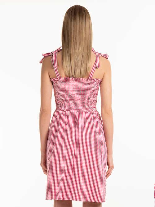 červeno-bílé kostkované šaty