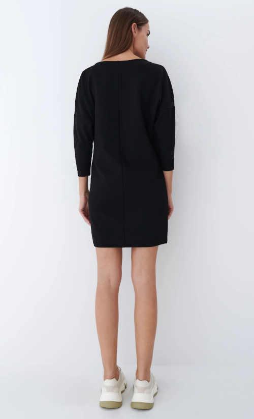 dámské černé šaty nad kolena