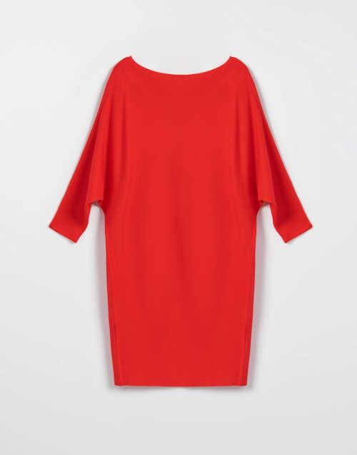 krátké šaty v červeném provedení