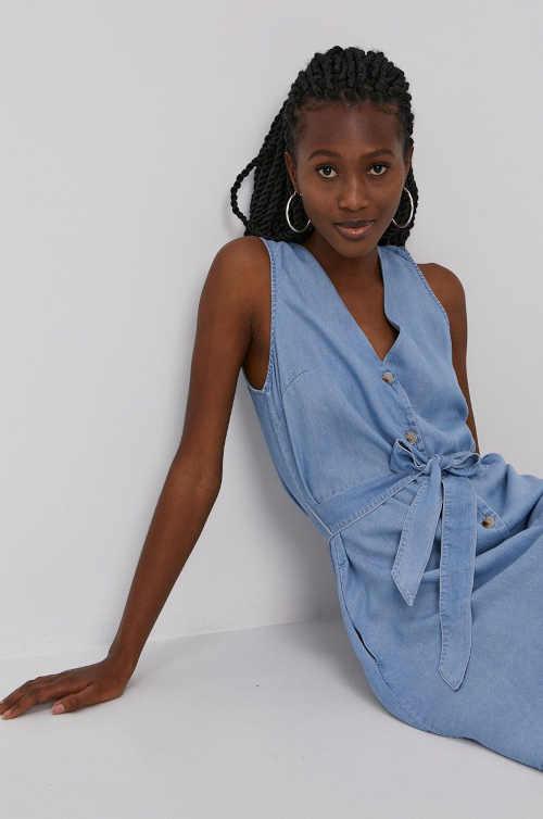 modré šaty bez rukávů