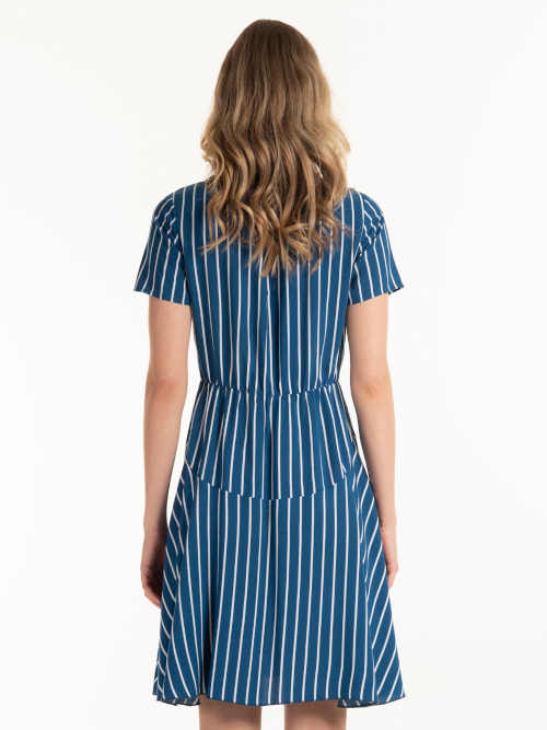 šaty s krátkým rukávem a páskem
