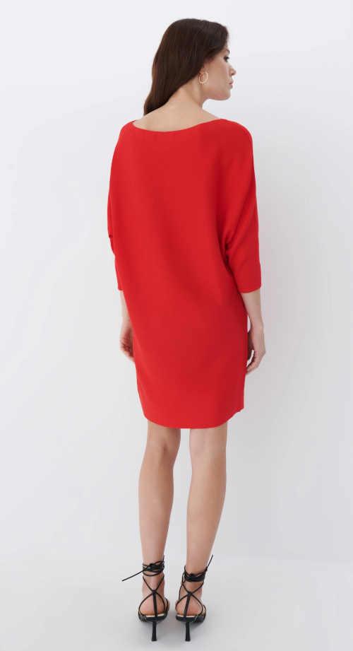 šaty volného střihu nad kolena