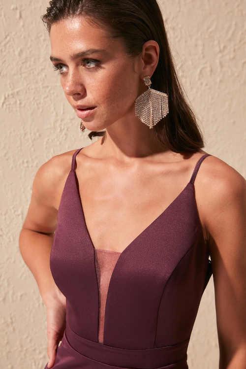 společenské šaty v luxusním střihu