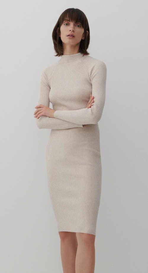 Módní dámské šaty z příjemného úpletu lichotící postavě